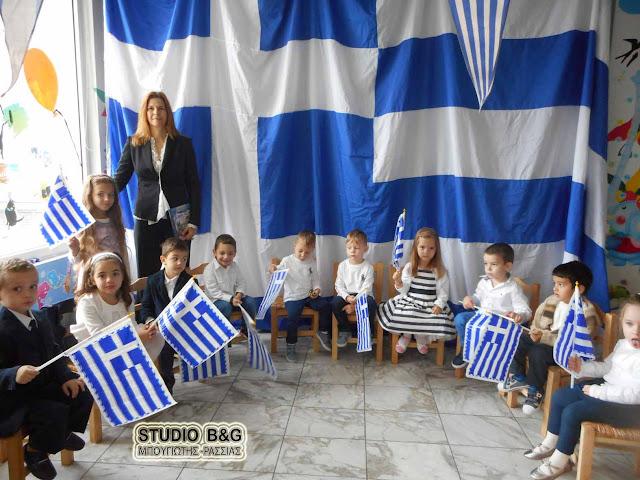 """Οι μικροί μαθητές του """"Δον Πινέλο"""" τίμησαν το έπος του Ελληνοϊταλικού πολέμου (βίντεο)"""