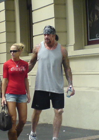 """What's the minimum size for a """"big man"""" wrestler ...Michelle Mccool And Undertaker 2013"""