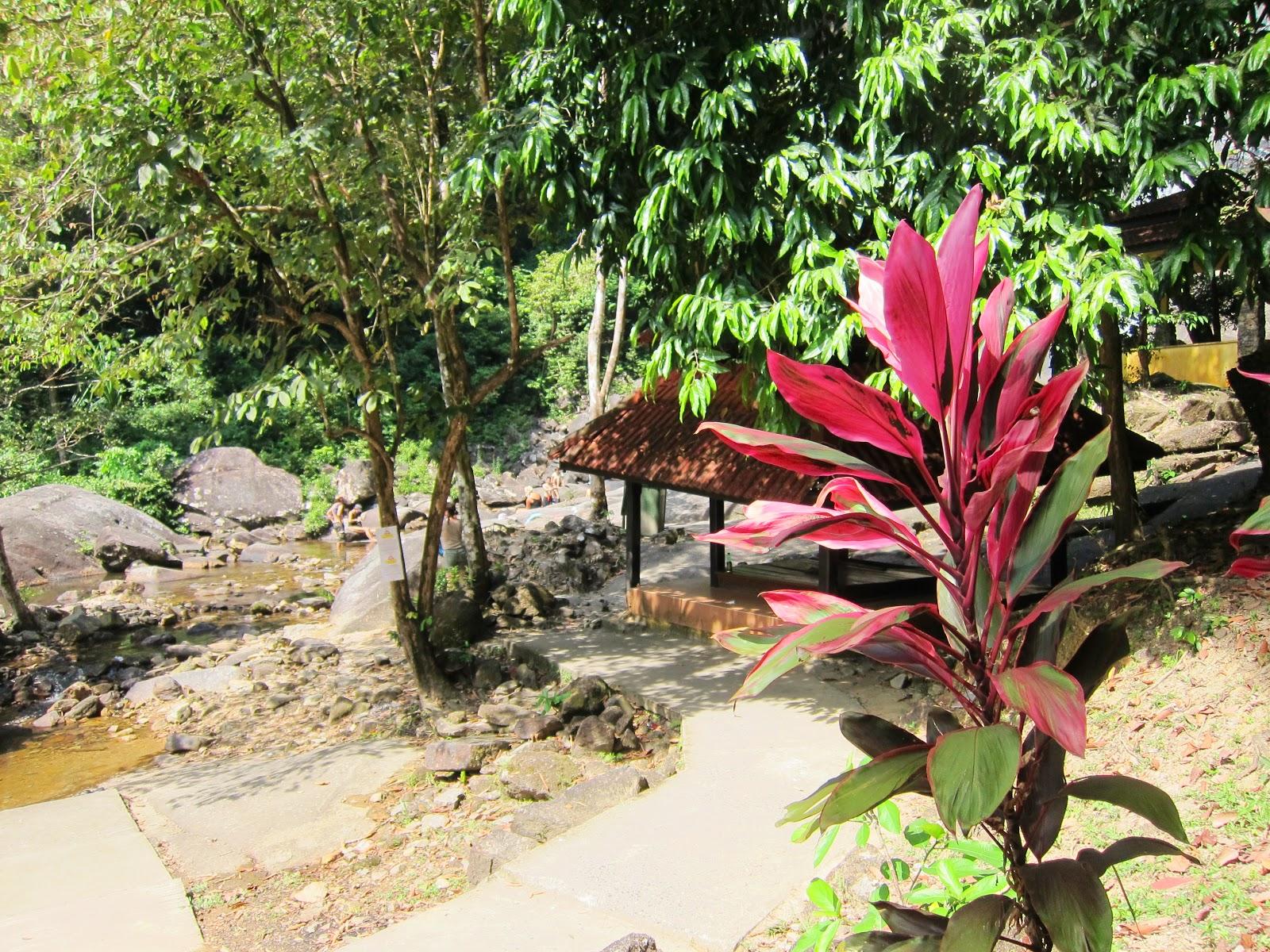 Seven Wells, eller Telaga Tujuh, är ett vattenfall på Langkawi