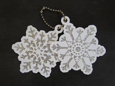 Add hanging loops to Lori Whitlock snowflake files by Janet Packer on the Silhouette UK Blog
