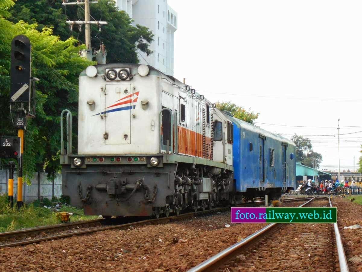 Gambar dan Jadwal Kereta Api Sritajung 2014