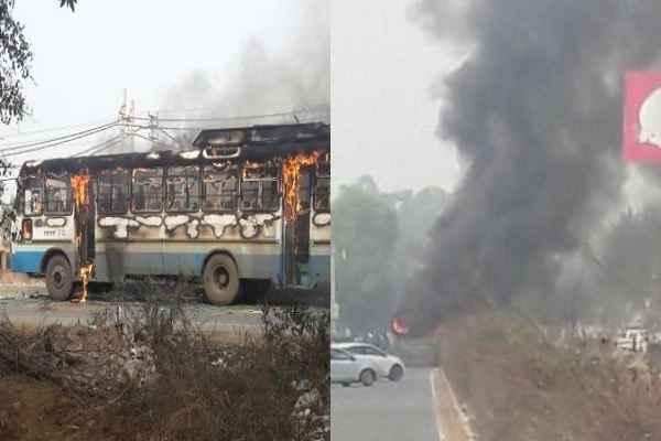 gurugram-karni-sena-members-burn-bus-in-protest-of-padmaavat