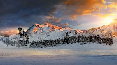 Snowy mountain sunset wallpaper 1 - Βροχή η χιονόνερο στα πεδινά - ασθενείς χιονοπτώσεις στα ορεινά και ημιορεινά