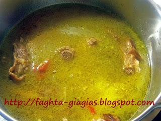 Τράγος κοκκινιστός με μακαρόνια - από «Τα φαγητά της γιαγιάς»