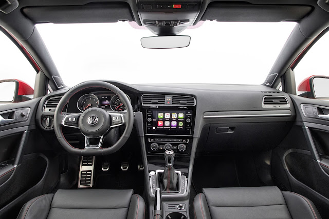 Interior view of 2018 Volkswagen Golf GTI