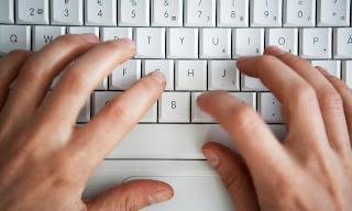 Hukum Menulis Dan Mengetik Dengan Tangan Kiri Dan Dua Tangan