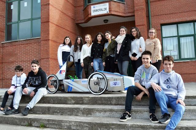 Alumnos del Centro de Formación Somorrostro fabrican un coche eléctrico con el apoyo de Petronor
