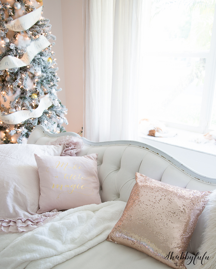 pink-christmas-pillows
