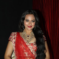 Sonakshi Sinha Hot Photos at India Bridal Fashion Week Sept 2012