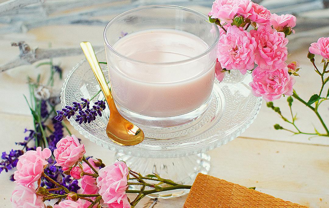 selbstgemachte Moonmilk, Moonmilk mit Rosenblättern, Rezept