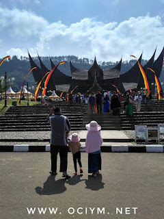 Suatu Hari di Istana Pagaruyung