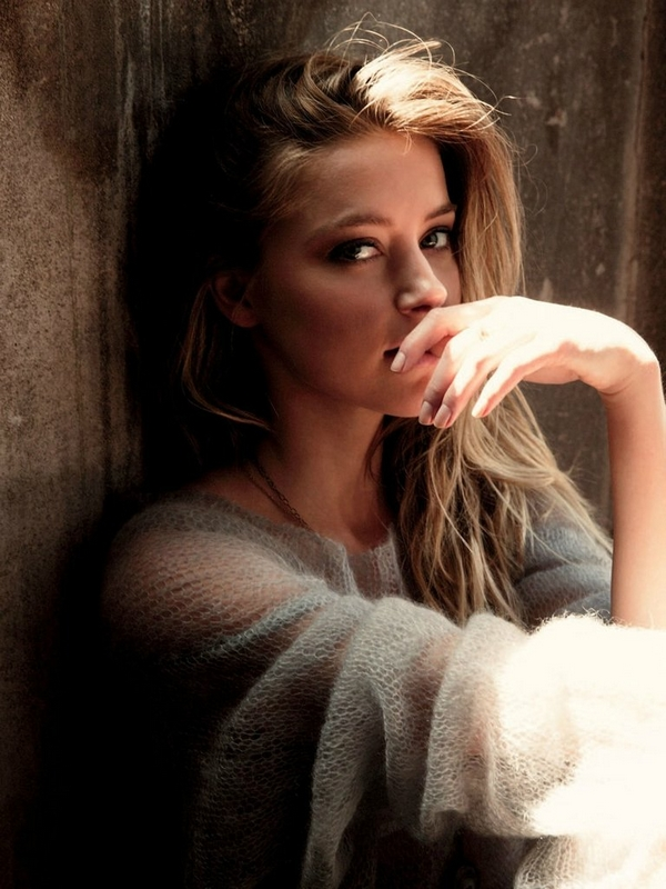 Amber Heard Style cozy jumper romantic