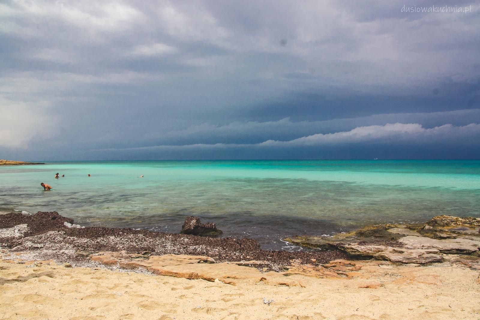 Bezludna rajska złota wyspa Chrissi