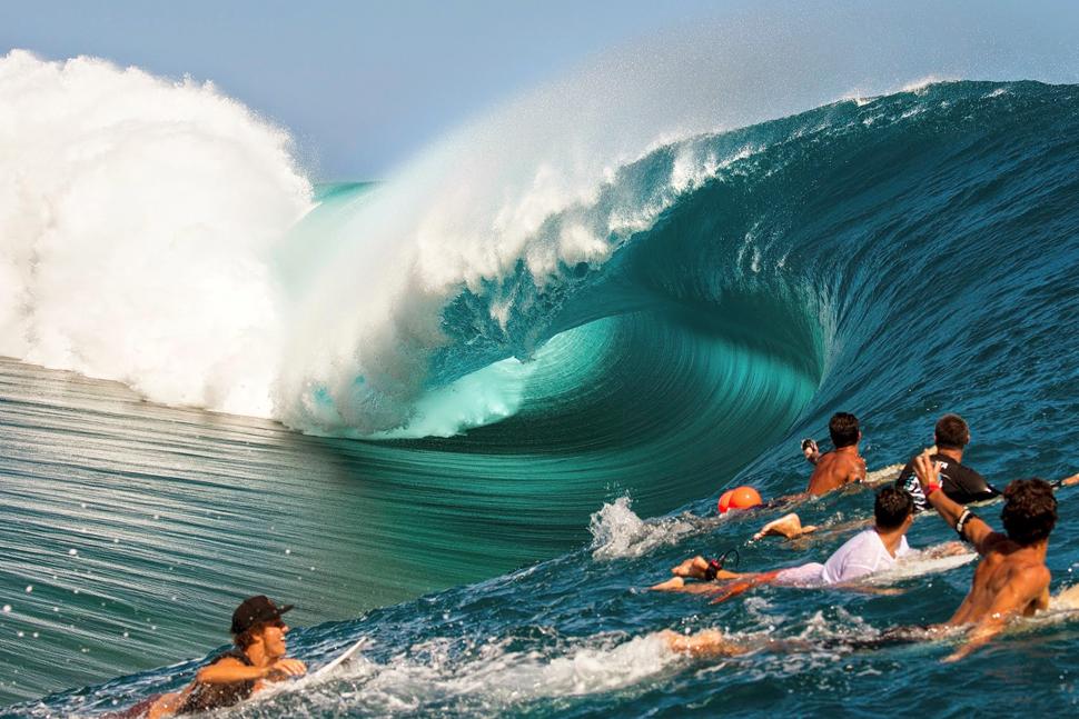 teahupoo surfing tahiti