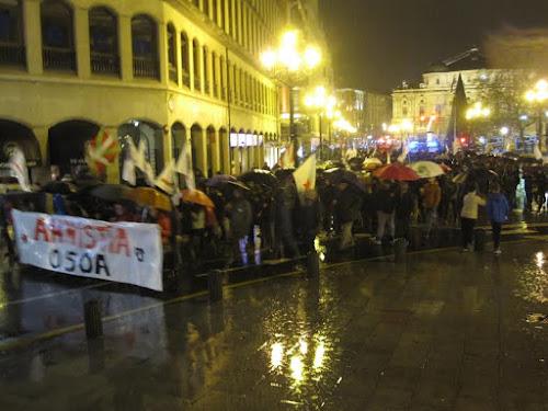 """Euskal Herria: Una multitud exige """"respeto a los derechos"""" de presos y exiliados. [vídeo] - Página 2 Amnistia4"""