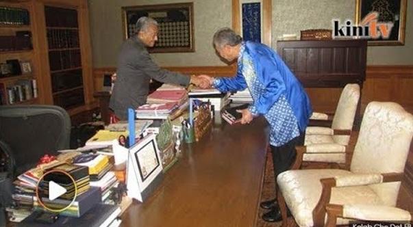 Ini Jawapan Tun Mahathir Kepada Zahid Hamidi Bila Dia Datang Jumpa Tun. Jawapan Yang Memang Padu