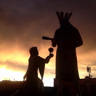 Tras la conquista, bajo el mando de la iglesia   católica y el rey alemán Carlos V, comenzó la   persecución de la cultura indígena americana