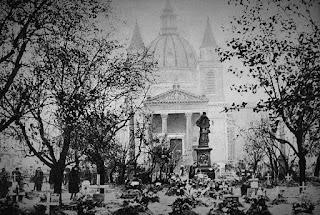 Groby na Placu Trzech Krzyży w Warszawie