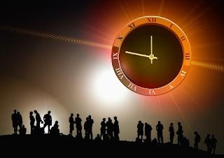 foto di orologi con lancette e numeri romani