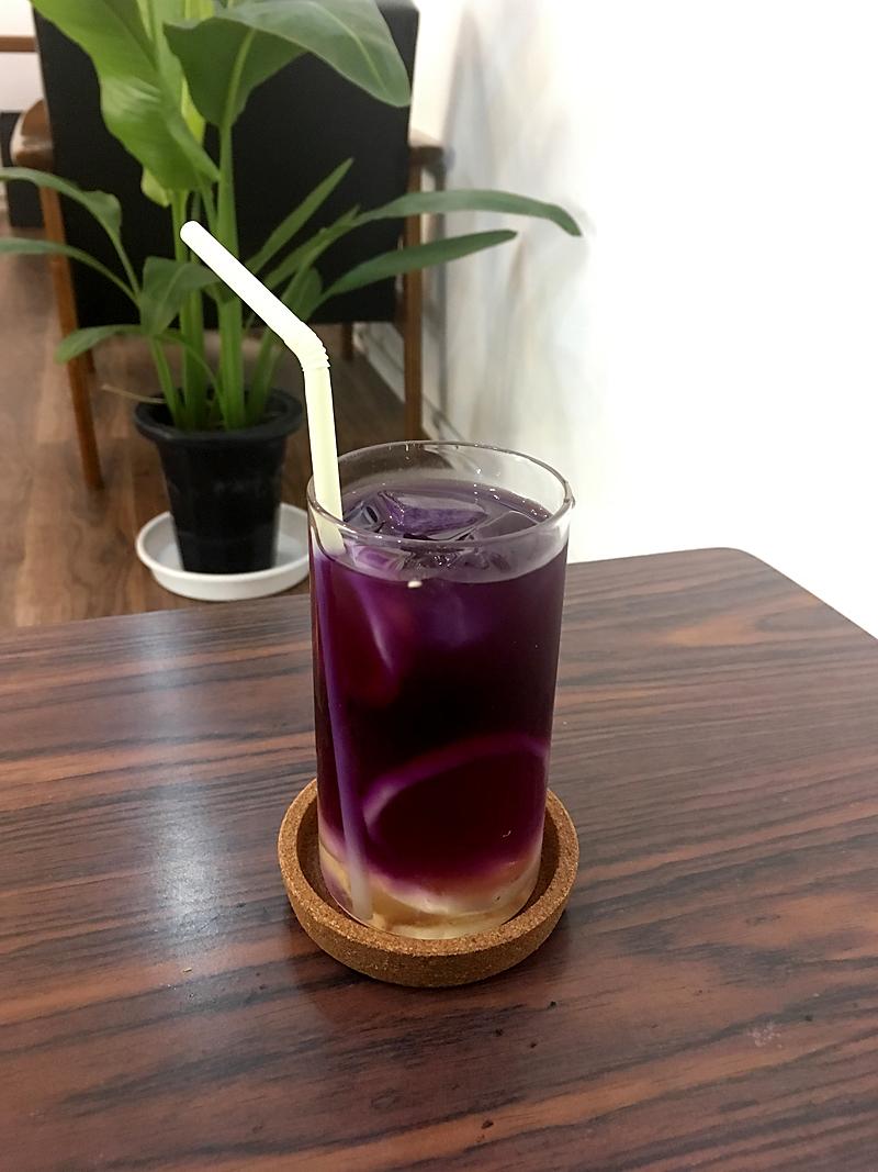 喫茶 タビビトの木のバタフライピー・レモネード