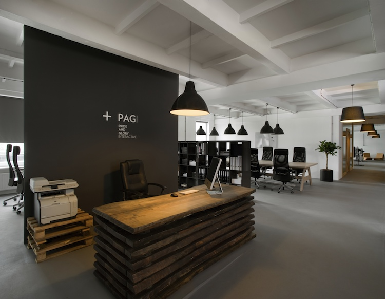 Molto Pride and Glory Interactive in stile industriale by Morpho Studio  EZ37