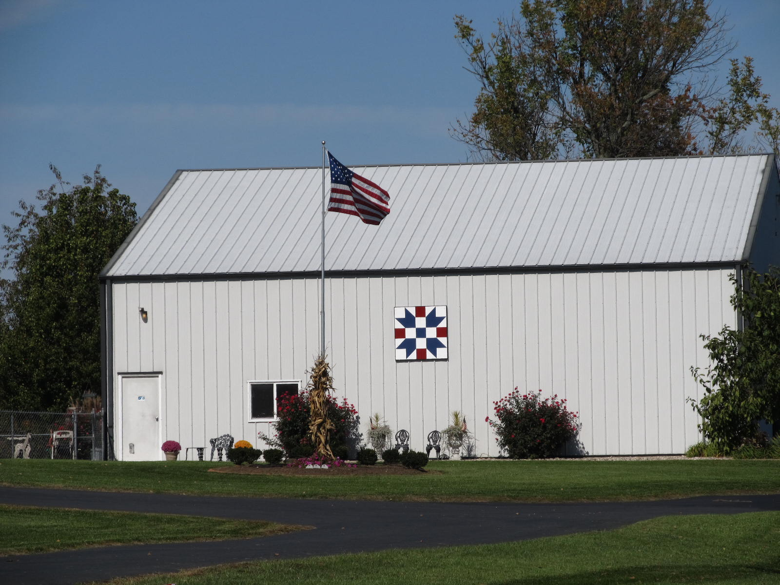 Summit Musings: Barn Charm - Red, White & Blue - photo#10