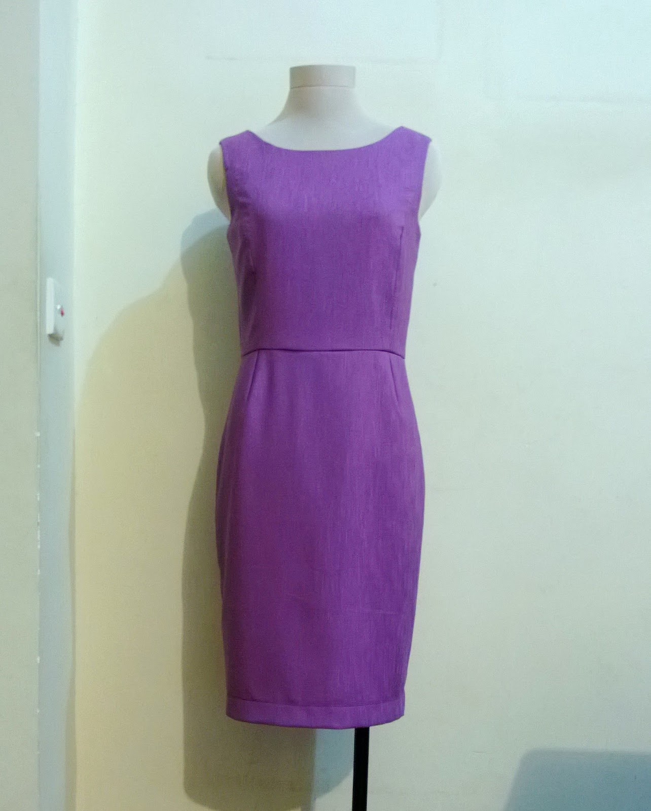 http://velvetribbonsew.blogspot.com/2013/04/sheath-dress_9.html