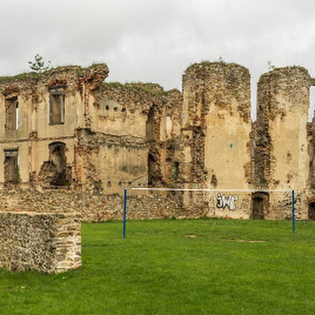 """Zamek w Bodzentynie - ruina """"na malowniczym wzgórzu"""""""