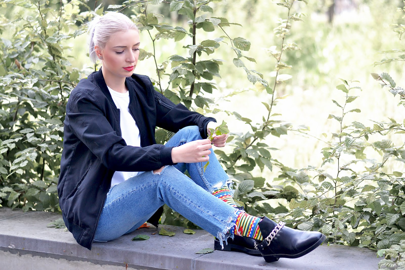 Colorful socks, sammy icon, black bomber, ripped jeans, chain boots, outfit