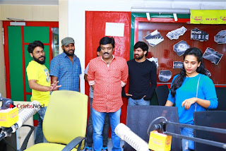 Sanjeev Chetana Uttej at Pichiga Nachav Song Launch at Radio Mirchi Pos  0013.jpg