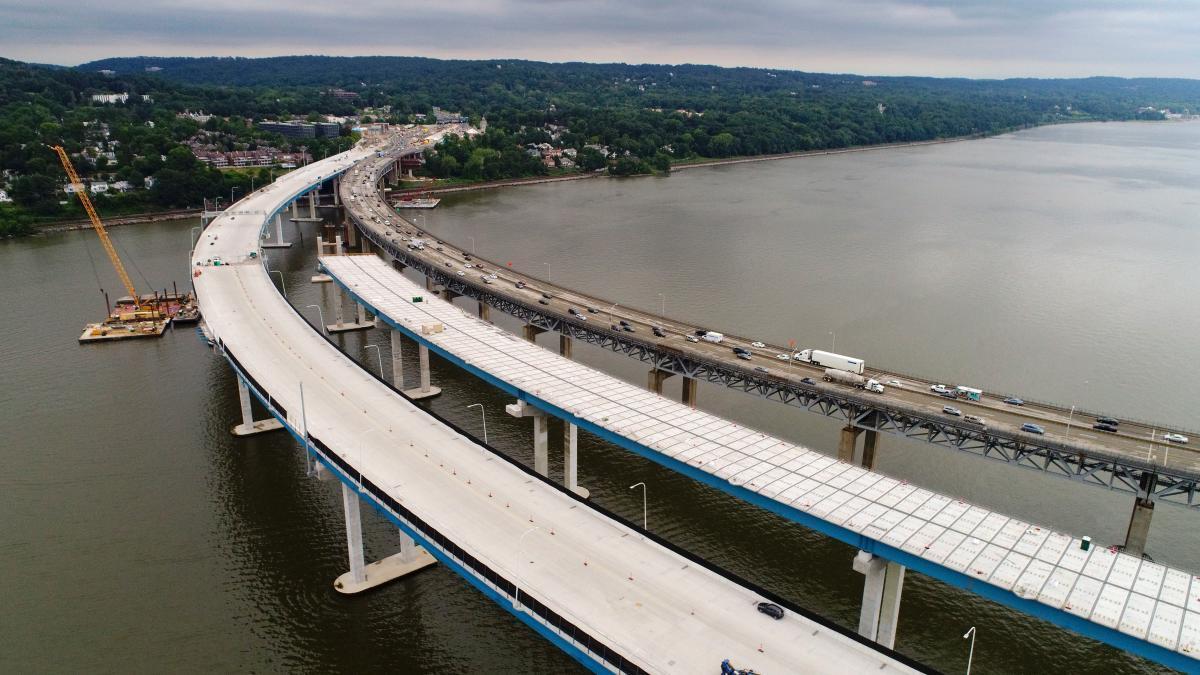Gra cae sobre puente en el rio Hudson NY