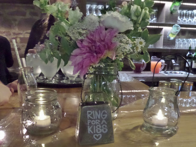 ring for a kiss wedding decoration