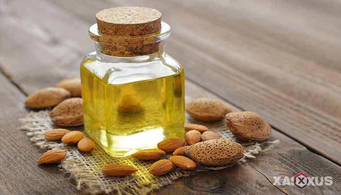 Cara memerahkan bibir dengan minyak almond