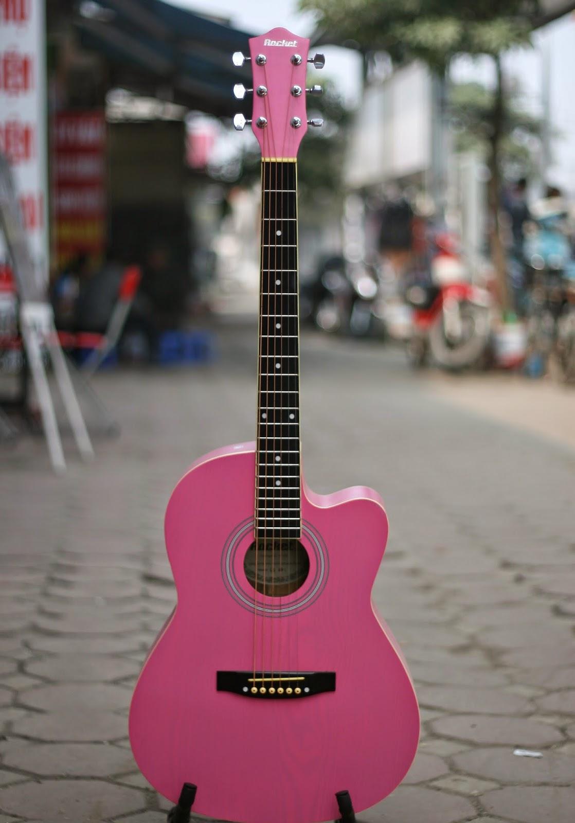 Guitar màu hồng