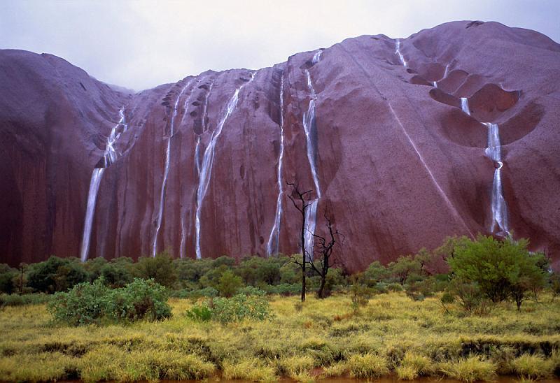 Rain Fall Hd Wallpaper Uluru Waterfalls Australia Must See How To