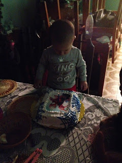 Fabian comiendo su torta