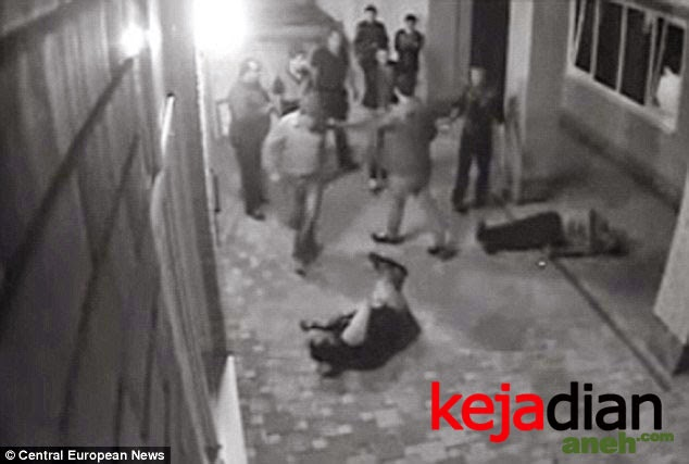 Russian Boxer Nicolai Vlasenko Knocks Out of Thugs After They Harassed Wife