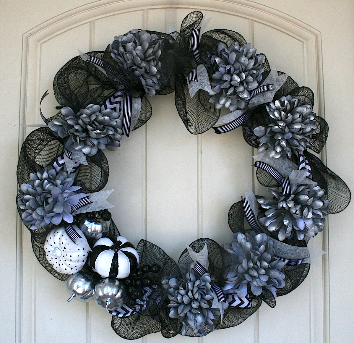 iiwii it is what it is so make the most of it seriously week 32 craft halloween wreath. Black Bedroom Furniture Sets. Home Design Ideas