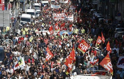 Franceses protestan contra reforma laboral de Macron