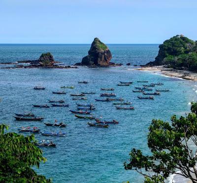foto pemandangan pantai papuma