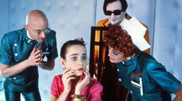 Richard O'Brien, Jessica Harper, Barry Humphries, Patricia Quinn (v.l.) in SHOCK TREATMEN (1981) / Quelle: 20th Century Fox