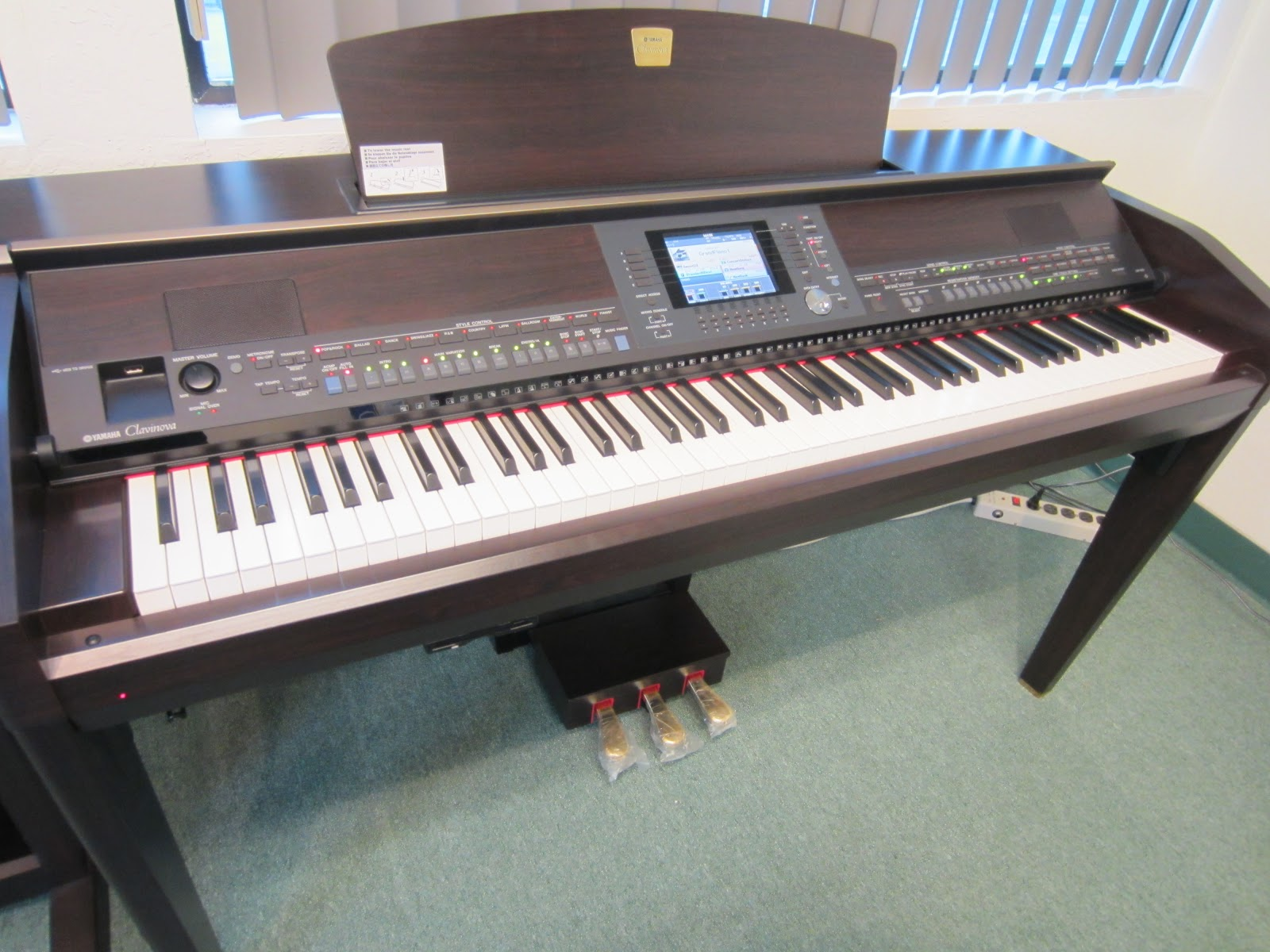 Az piano reviews review yamaha cvp 501 503 505 509 for Used yamaha clavinova cvp for sale