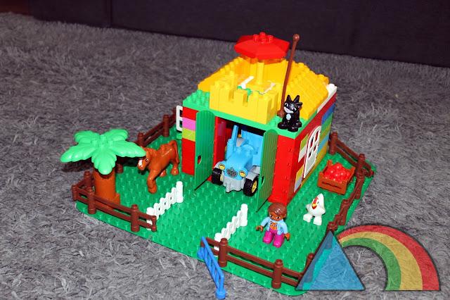 Casa construida con bloques de Lego Duplo