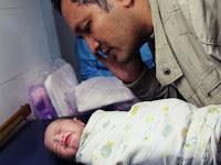 Ternyata Inilah Hukum Mengadzani Bayi Yang Baru Lahir Namun Bagaimana Jika Dilakukan Lewat HandPhone