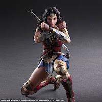 Wonder Woman in posa difensiva