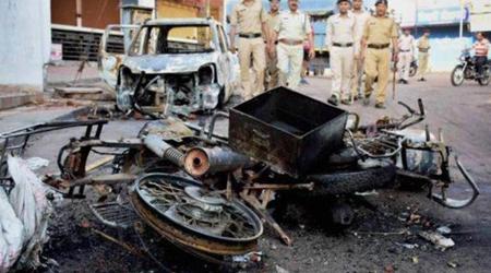 भोपाल: बदशक्ल राजनीति की, आईने को तोड़ने की कोशिश