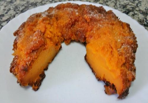 un pastel de calabaza redondo