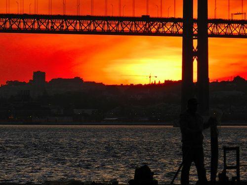 Falas Do Silêncio: Ginjal E Lisboa, A Love Affair: Nasce Para A Mudez Mas
