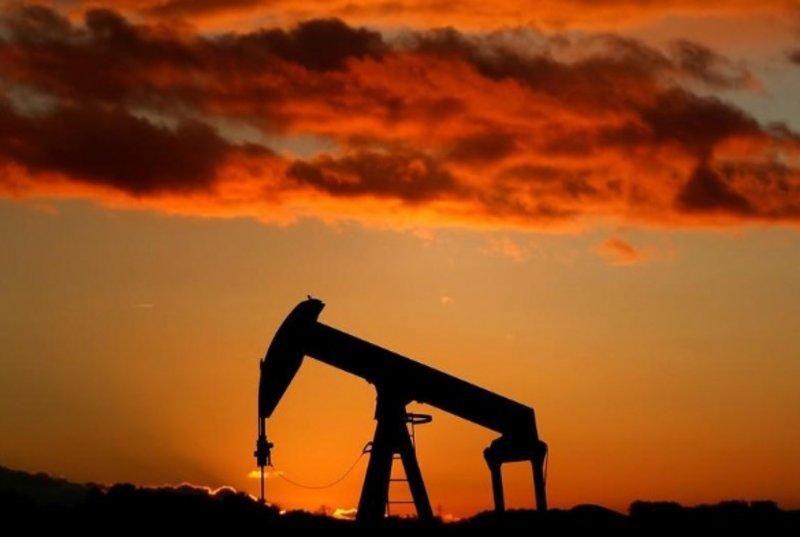 النفط يرتفع بدعم من هبوط حاد في مخزونات البنزين الأمريكية