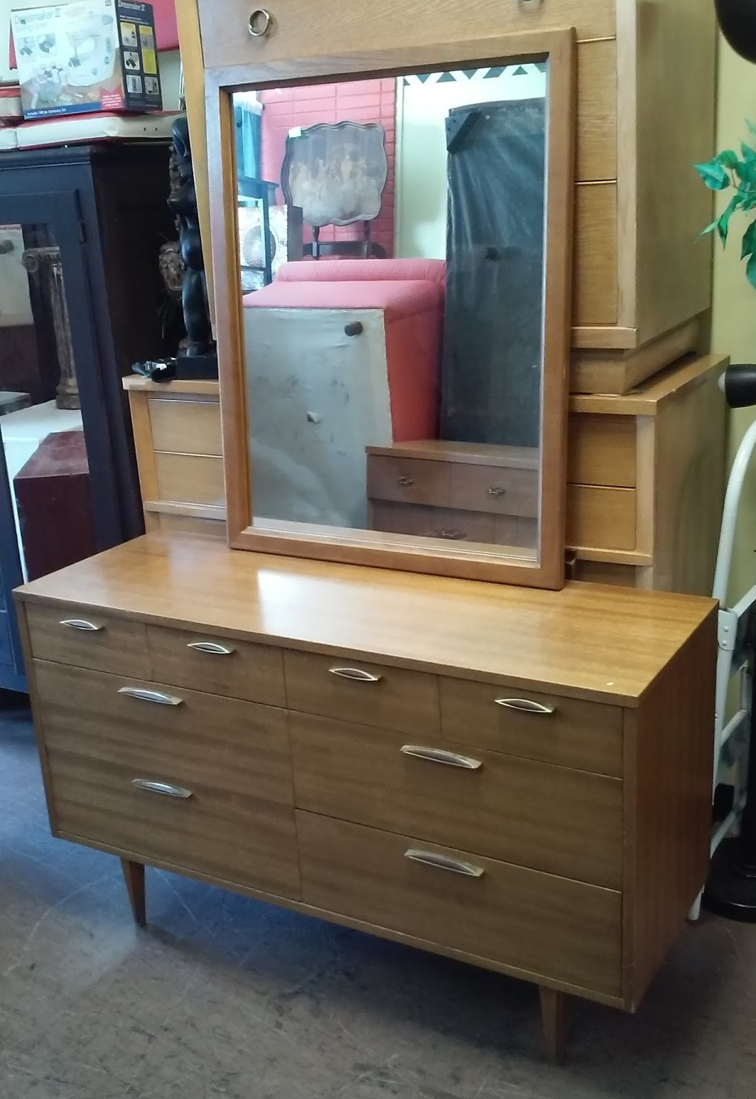 Uhuru furniture collectibles sold reduced stanley for Reduced furniture